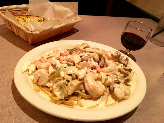 Victoria's: My customized Seafood Alfredo.......wonderful!
