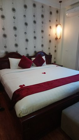 Chambre avec un lit king -size - Picture of Hanoi Golden Moon Hotel ...