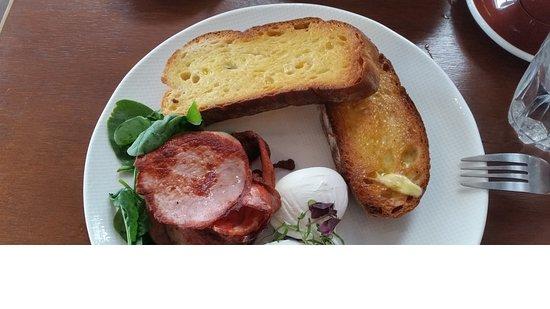 Australind, Australia: Breakfast after I put it on my plate.