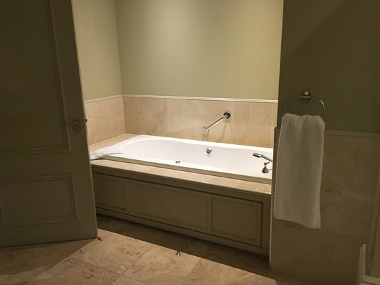 Jacuzzi Bath in Bedrooms - Picture of Knockranny House Hotel ...