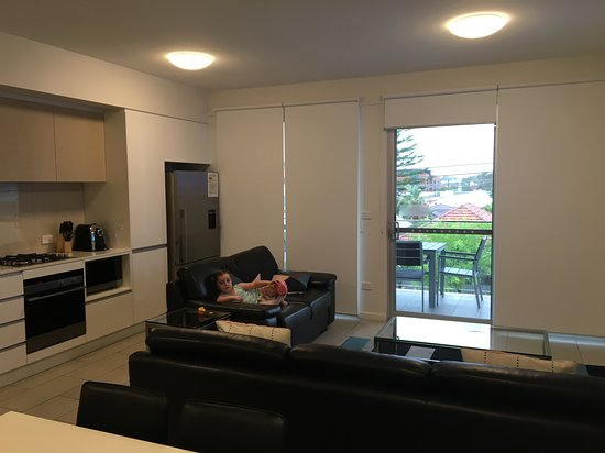 Hamilton Hotels With Smoking Rooms Close To Airport