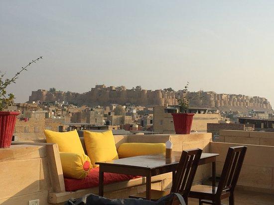 Vista dalla terrazza sul tetto - Picture of Hotel Pleasant Haveli ...