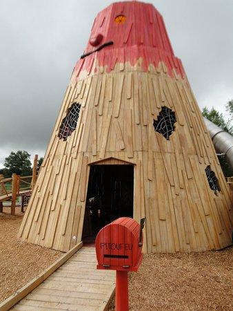 Saint-Ours, France: Jeux d'extérieur pour enfants