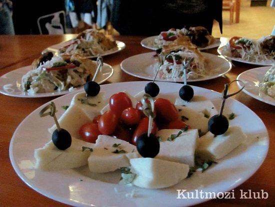 Monor, Hungary: Kultmozi Klub, Falánk Fánkfalók Találkozója
