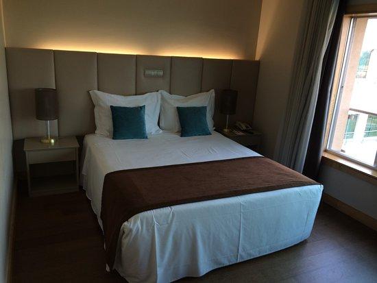 Matrimonio Bed Cover : Cama de matrimonio picture of tryp porto expo hotel matosinhos