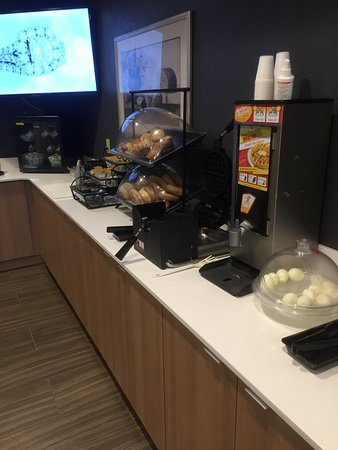 Microtel Inn & Suites by Wyndham Middletown: breakfast area