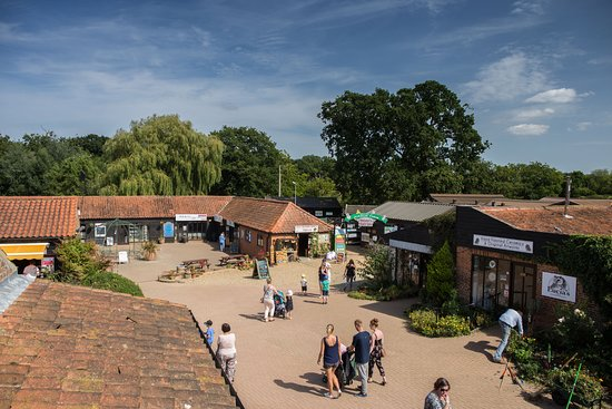 Hoveton, UK: Wroxham Barns - free parking