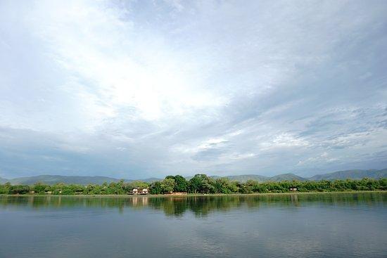Lower Zambezi National Park, Zambia: Location - Zambezi River - Zambia