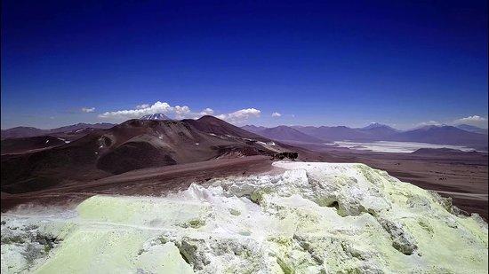 Mina Julia: La vista da 5500m volando sul Cerro Estrella, con il Salar di Arizaro e il Llullaillaco sullo sf