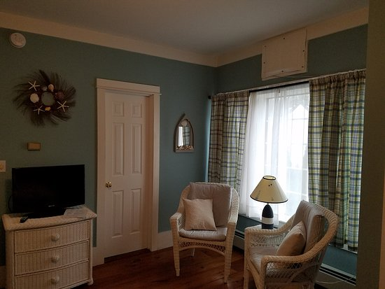 Kennebunk, ME: Room 5 seating area