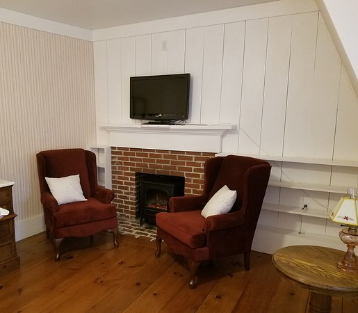 Kennebunk, ME: Room 7 seating area