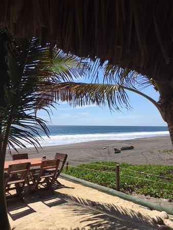 Hawaii, Guatemala : Es la vista de la playa desde el comedor.
