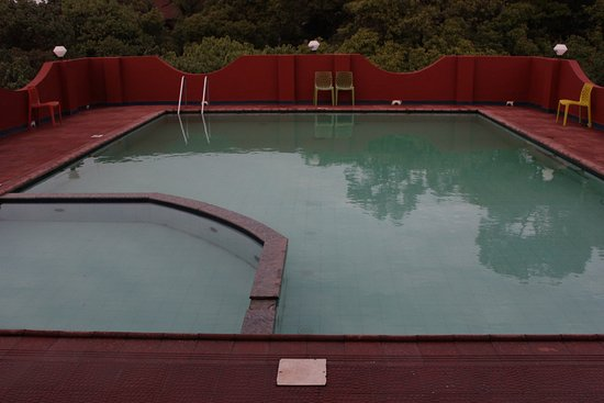 Sunny Mid Town: Rooftop Swimming pool