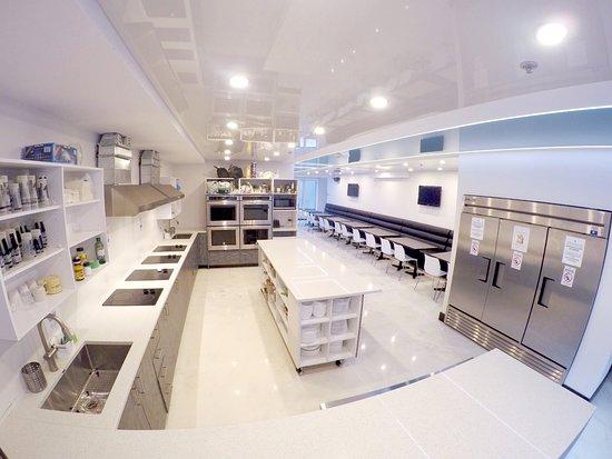 M Montreal: Kitchen