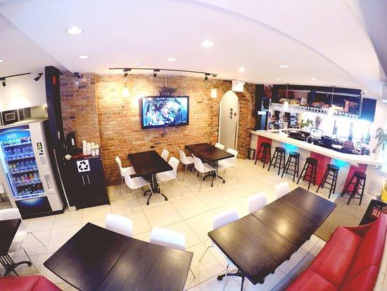 M Montreal: Lobby
