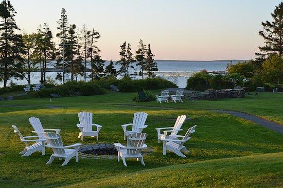 Newagen Seaside Inn lawn