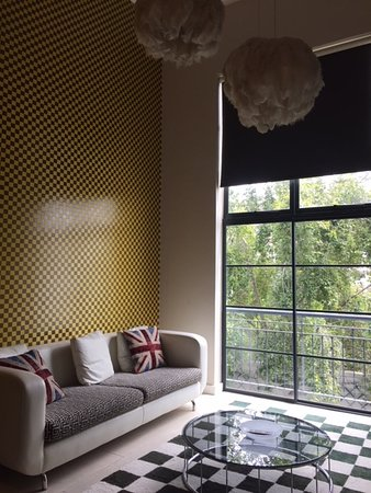 Hippo Boutique Hotel: Living Room - LOVE the decor.