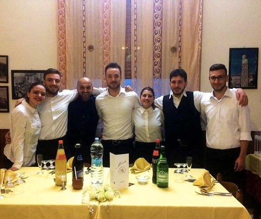 Sanza, Italie : Lo staff del Ristorante Pizzeria da Saro