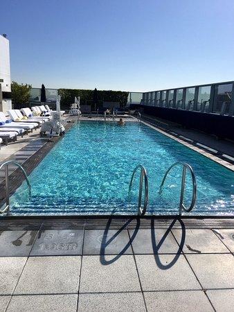 The Ritz-Carlton, Los Angeles: Rooftop pool area