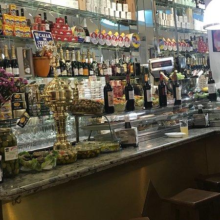Restaurante cervezas la fabrica en madrid con cocina otras cocinas espa olas - Fabrica cocinas madrid ...