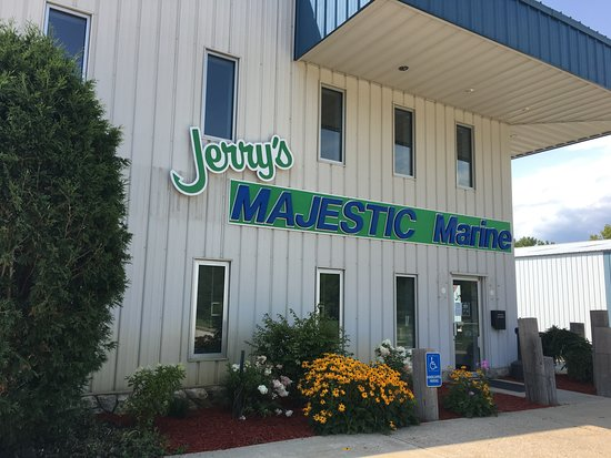 Fontana, WI: Jerry's Majestic Marine Service Center