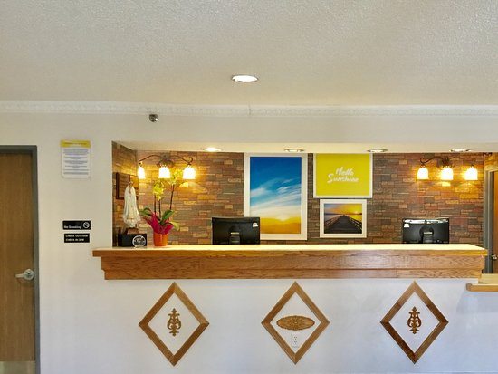 Lake Village, AR: Front Desk Reception