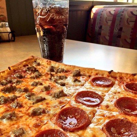 Elkridge, MD: Sausage and Pepperoni Pizza