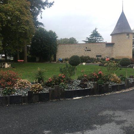 Saint-Laurent-sur-Sevre, France: photo1.jpg