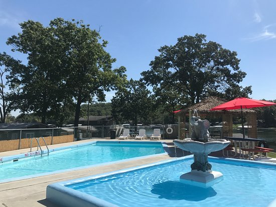 Gravois Mills, MO: Swim, splash and relax in the lower pool area.
