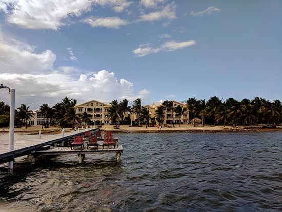 Pelican Reef Villas Resort: Looking back at PRV from the end of the pier.