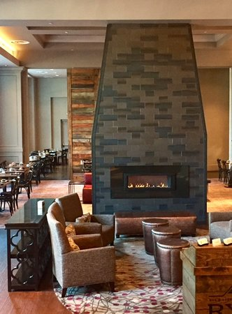 Raleigh Marriott City Center: Rye Bar & Southern Kitchen Restaurant Lounge Area
