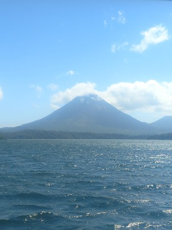 Heredia, Κόστα Ρίκα: Lake Arenal with Arenal Volcano, spectacular beauty!