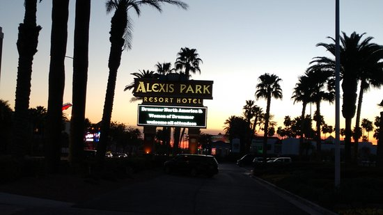 Alexis Park Resort: Welcome sign