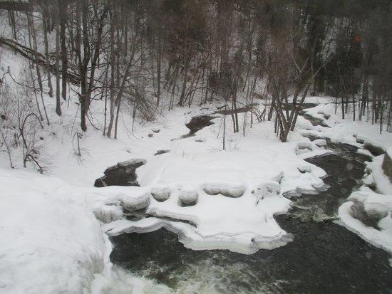 Moulin Wakefield Mill Hotel & Spa: The Mill Creek Winter Beauty