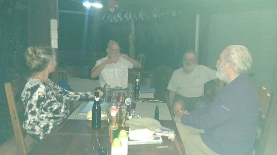 San Antonio, Belize: Met some travelers, at dinner