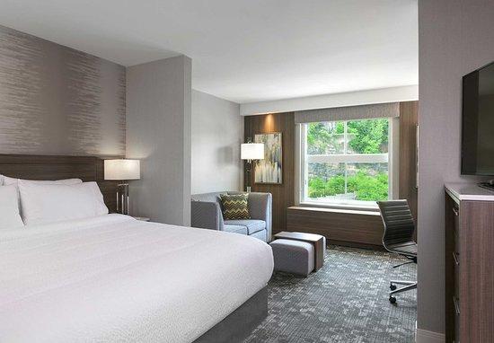 Edgewater, NJ: Guest room