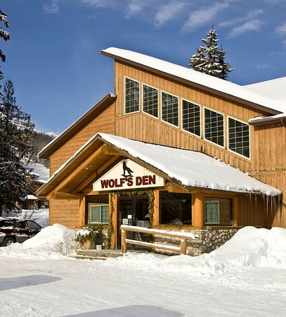 Fernie Slopeside Lodge: Exterior