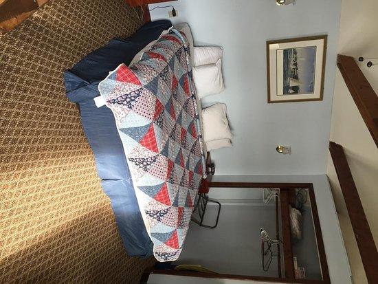 Belfast, ME: Guest room