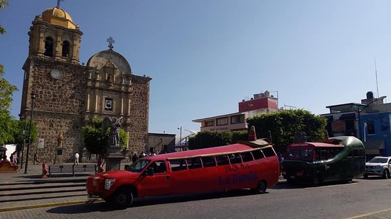 Plaza Jardin: tour on chile bus!