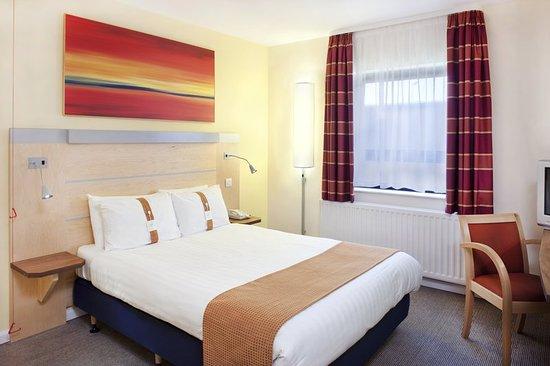 Holiday Inn Express Antrim M2, JCT.1: Guest room