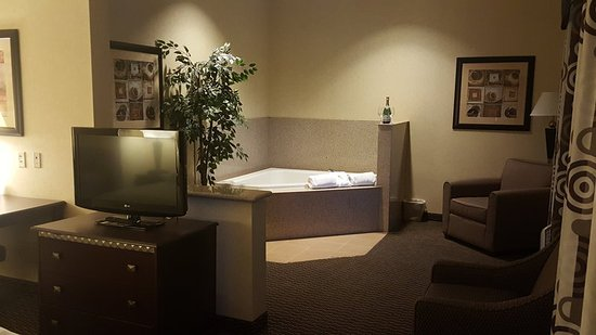 Holiday Inn Express & Suites Nampa at the Idaho Center: Guest room