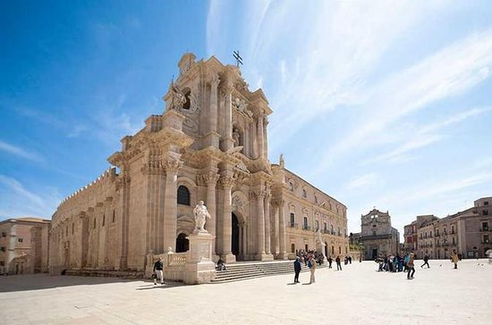 Full-day Syracuse and Noto tour from...