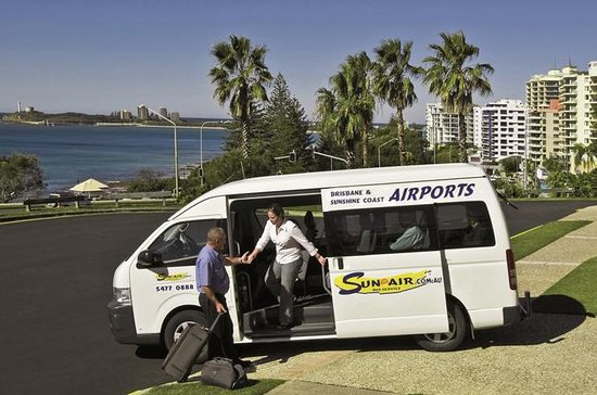Shared Departure Transfer: Hotel to Sunshine Coast Airport