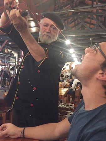 Barva, Costa Rica: Vicenç helping Jorge with la bota (long distance pour)