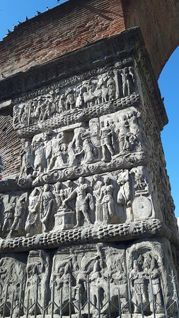 Arch of Galerius: Close-up of the carvings on the Arch