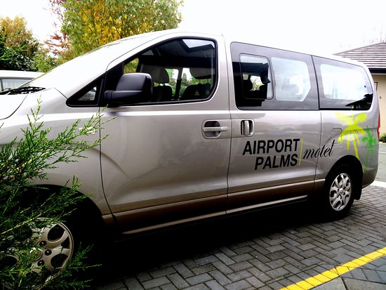 Airport Palms Motel: Free Airport Shuttle available on limited hours.