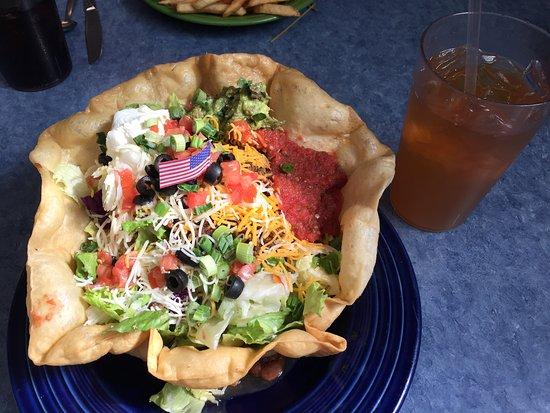 Granite Rock Grill: Gigantic taco salad and 32oz drink!!