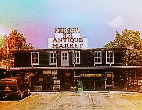 Leeds, AL: Pioneer General Store Antique Market
