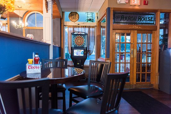 Akron, Estado de Nueva York: Popular for lunch, dinner and evening, grab a drink and throw some darts with your friends
