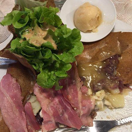Cavignac, France : Extra les saveurs de la nouvelle «PERE NORMAND» !! Servie avec un sorbet au cidre. Très origin